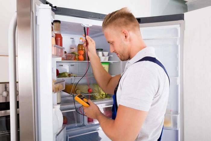 Специалисты для ремонта и разморозки холодильника Самсунг в Киеве
